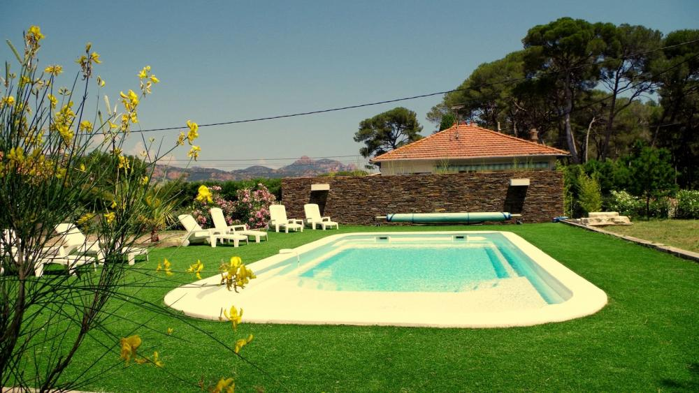 Photos villa cap dramont bord de mer piscine location for Villa espagne piscine bord de mer