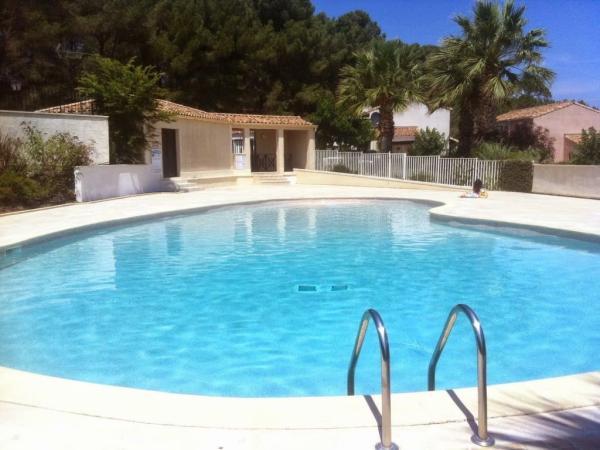 Villa isabelle p zenas location de vacances p zenas for Piscine pezenas