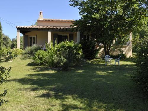 villa pour 7 personne location de vacances saumane de vaucluse. Black Bedroom Furniture Sets. Home Design Ideas