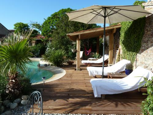 Le village - Bed & breakfast - Holidays & weekends in Villenouvelle