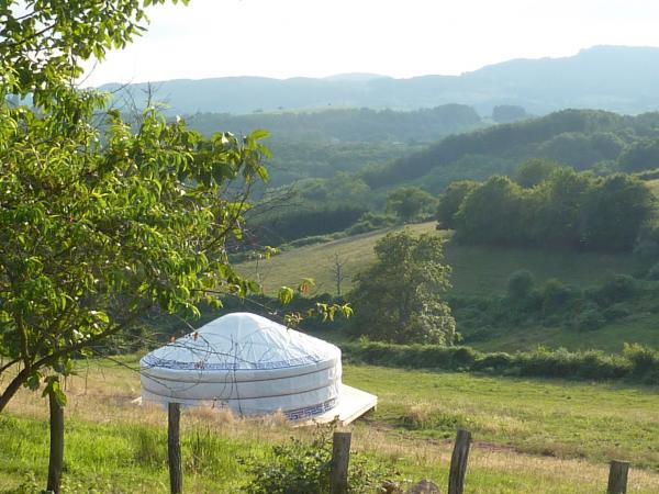 Yurt at Pré Guiroches - Rental - Holidays & weekends in La Vineuse sur Fregande