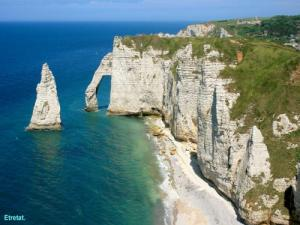 Etretat - The large needle and the first arch (© JE )
