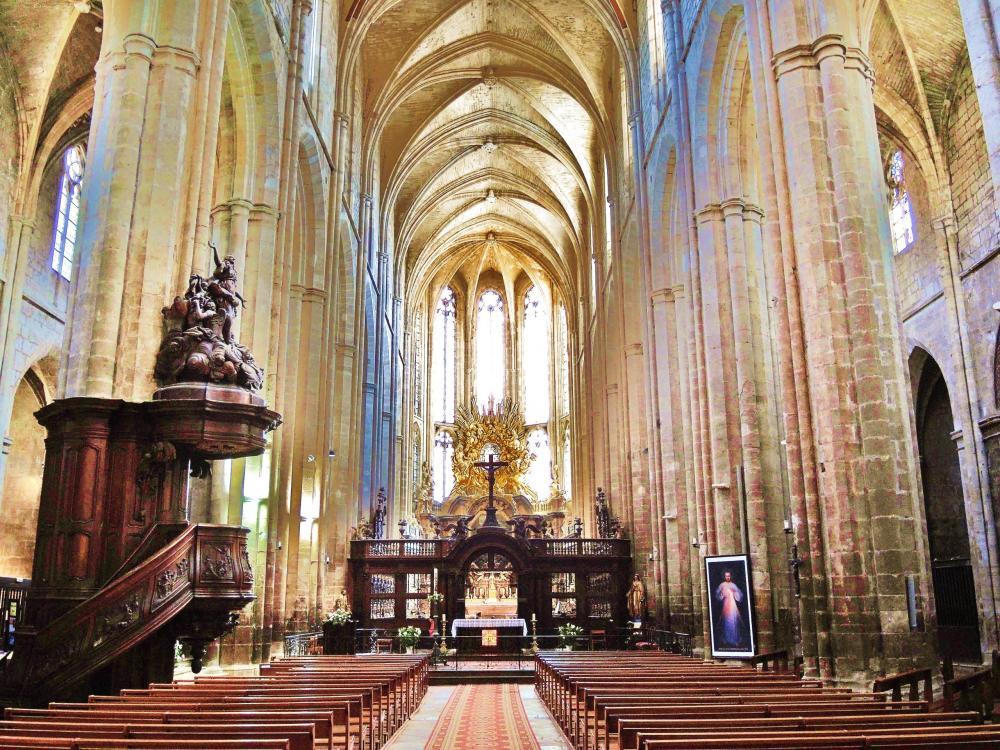 La basilique de Saint-Maximin-la-Sainte-Baume - Nef de la cathédrale (© J.E)