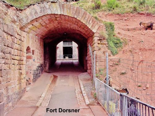 Entry into the fort tunnel ( © Jean Espirat )
