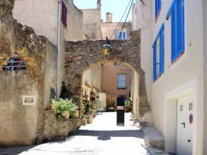 Ancienne porte d'entrée dans le village ancien de Giens (© J.E)