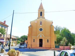 Façade de l'église de Giens (© J.E)