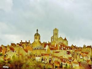 View roofs of Vézelay (© Jean Espirat)
